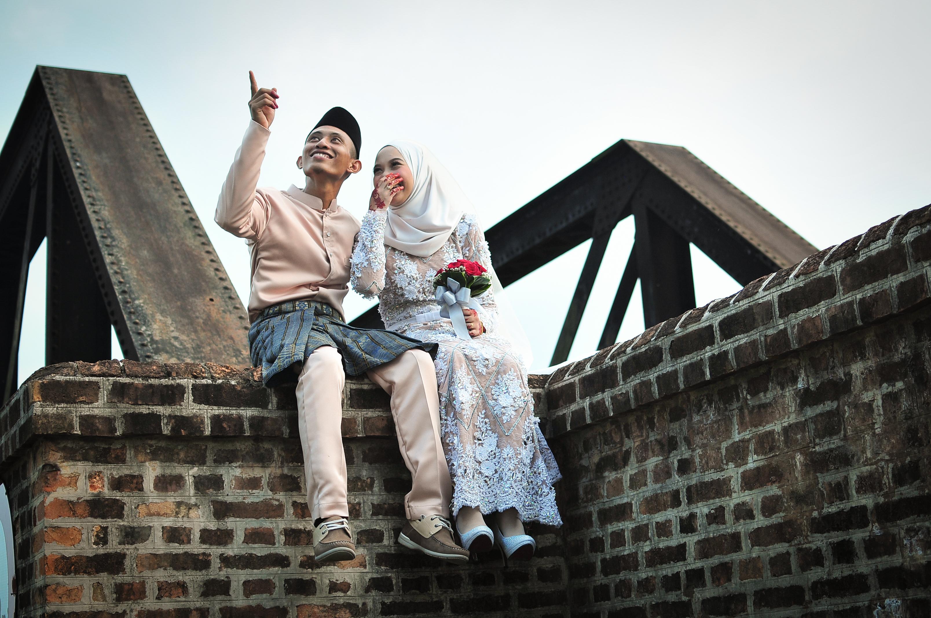 Cara Membuat Suami Terus Jatuh Cinta